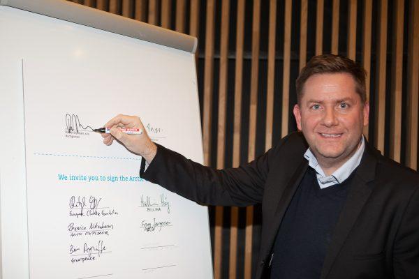 Daniel Skjeldam of Hurtigruten signs the Arctic Commitment